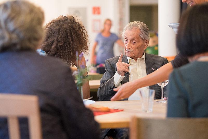 Marko Feingold bei einem Vortrag in der GEA-Akademie Schrems