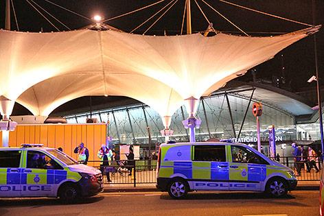 Polizei vor dem Stratford Centre