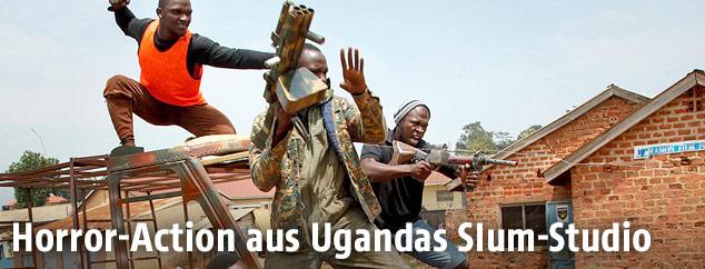 Schauspieler am Filmset in Wakaliga in Kampala