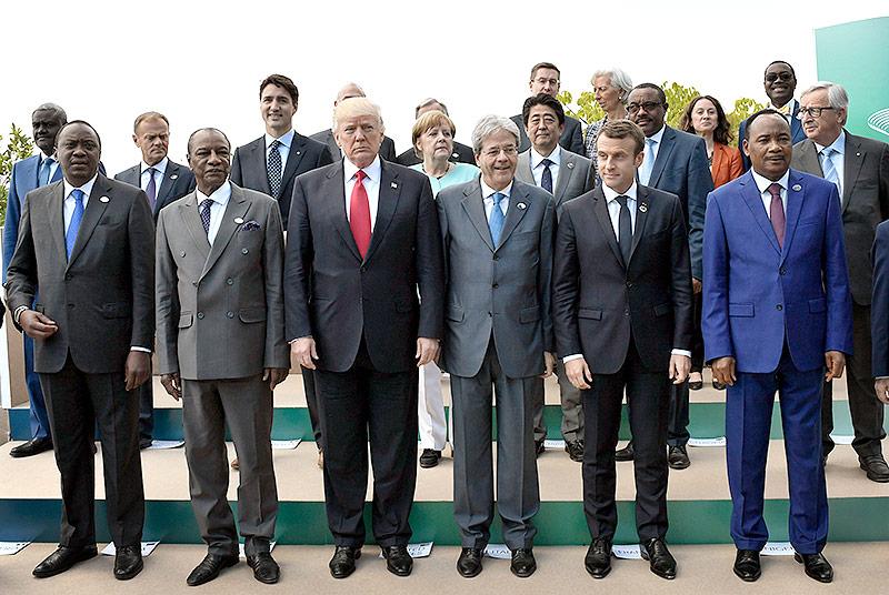 Staats- und Regierungschefs am G-7 Gipfel in Italien