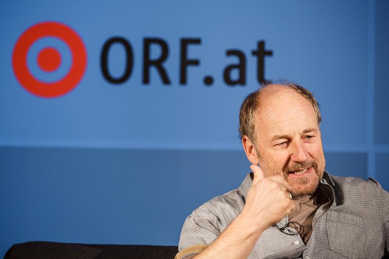 """Roland Düringer von """"GILT"""" auf der ORF.at Wahlcouch"""