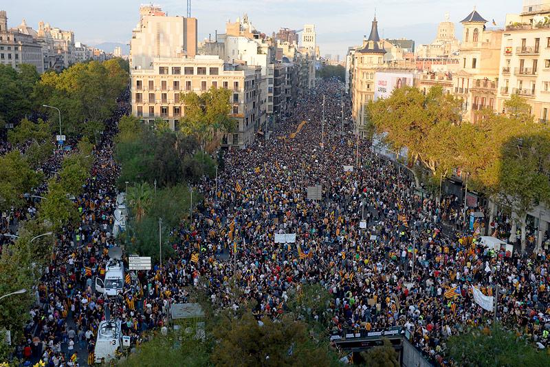 Каталония Katalonien_koenig_felipe_katalanen_demo_body_afp.4780121