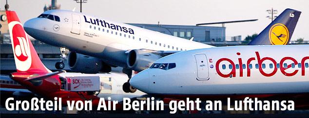 Air Berlin und Lufthansa Flugzeuge auf einem Flughafen