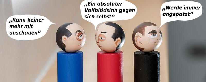 Holzfiguren der Parteien