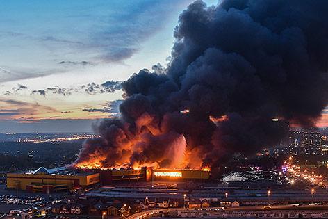 Menschen vor Brand in Moskauer Kaufhaus in Sicherheit gebracht
