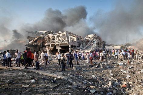 Weitere Opfer befürchtet Mehr als 20 Tote nach Anschlag in Mogadischu