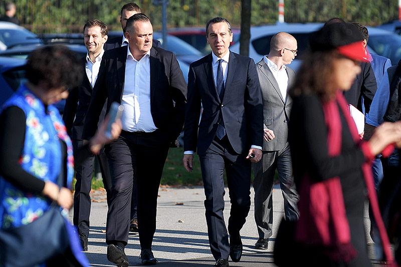 BM Hans Peter Doskozil (l.) und BK Christian Kern vor einer Sitzung des SPÖ-Präsidiums