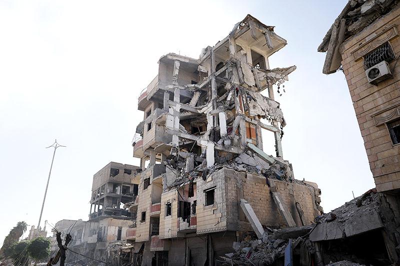 Zerstörte Gebäude in Rakka