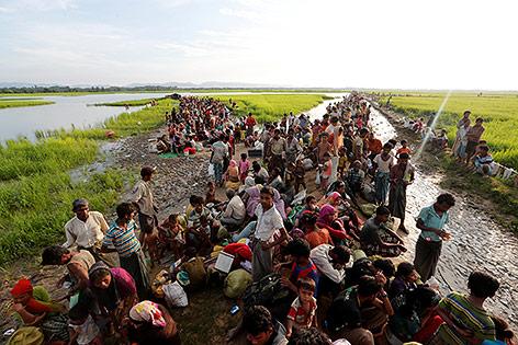 Menschen auf der Fluch in Myanmar
