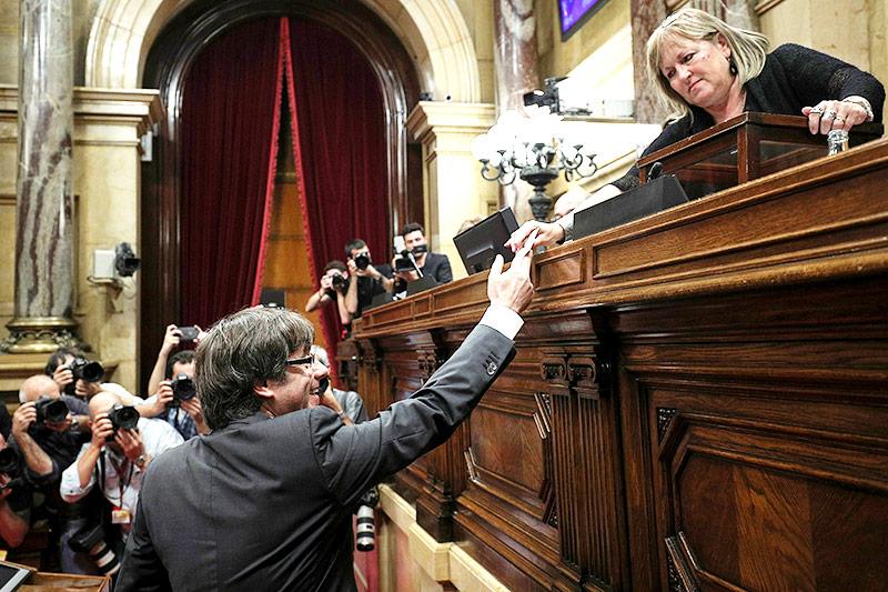 Carles Puigdemont gibt seine Stimme ab