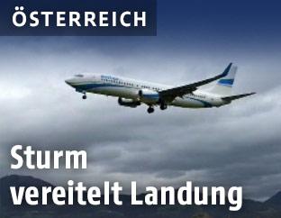 Flugzeug der Ryan Air während des Landeversuchs in Graz