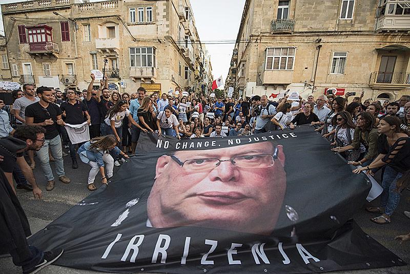 Menschen protestieren gegen Polizeichef in Valetta
