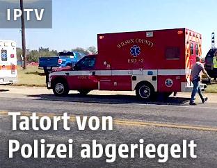 Rettungswagen vor der Kirche