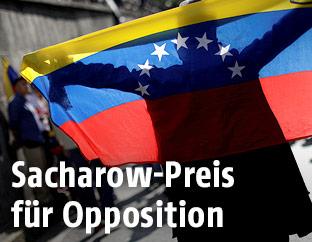 Mann mit venezolanischer Flagge
