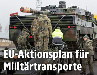 Panzer auf Transportfahrzeug