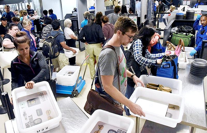 Sicherheitskontrolle am Flughafen Los Angeles