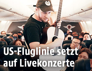 "Musiker ""Sundressed"" performed im Flugzeug"