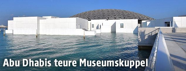 Außenansicht des Louvre-Museums von Abu Dhabi