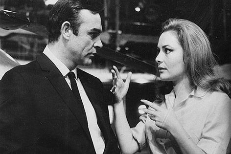 Karin Dor und Sean Connery, 1966