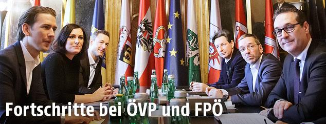 Die Koalitionsverhandlungsteams der FPÖ und ÖVP im Palais Epstein