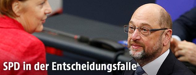 SPD-Chef Schulz und Deutschladns Bundeskanzlerin Angela Merkel
