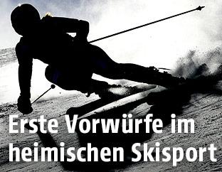 Skifahrerin im Gegenlicht