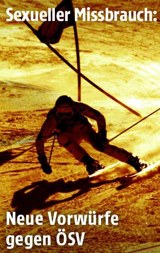 Umriss einer Skifahrerin auf der Piste