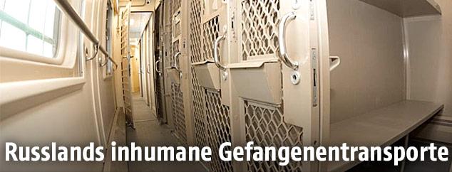 Zellen im Gefangenentransport
