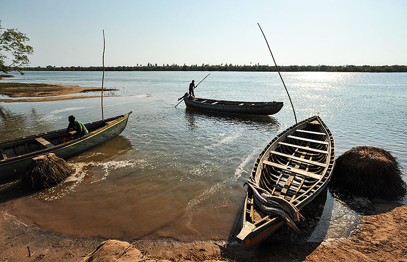 Ein Fischer auf einem Boot