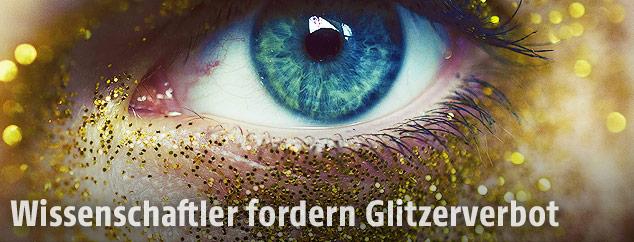 Auge mit Gold-Glitzer