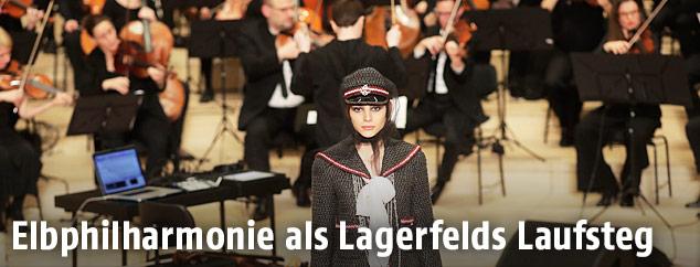 Modeschau in der Elbphilharmonie