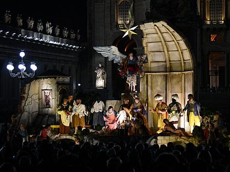 Krippe vor dem Petersdom