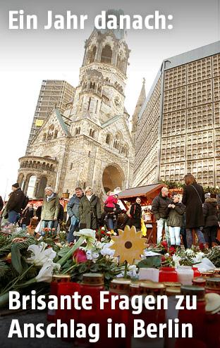 Blumen zum Gedenken an die Opfer des Anschlags auf dem Weihnachtsmarkt am Berliner Breitscheidplatz