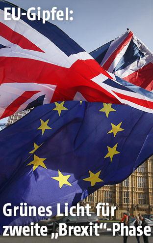 EU- und GB-Fahnen