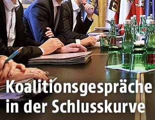 Koalitionsverhandler am Verhandlungstisch