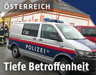 Polizeibus am Einsatzort