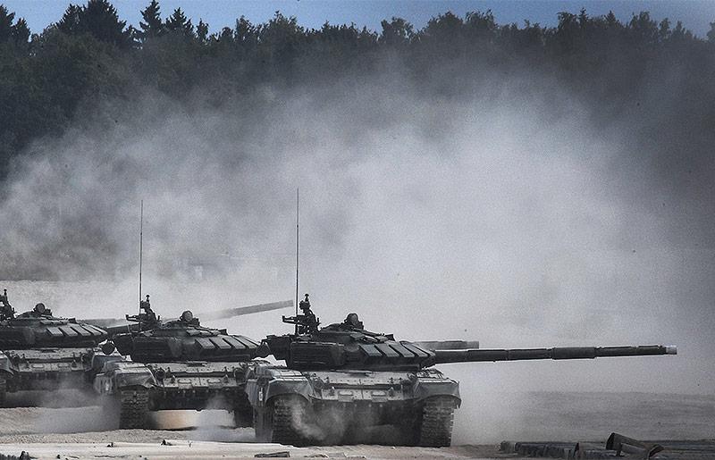 """Russische T-90-Panzer beim """"Army 2017- International Military-Technical Forum"""" in Moskau"""