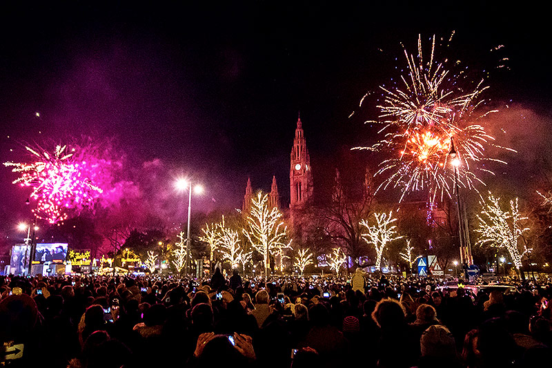 Feuerwerk beim Rathaus in Wien