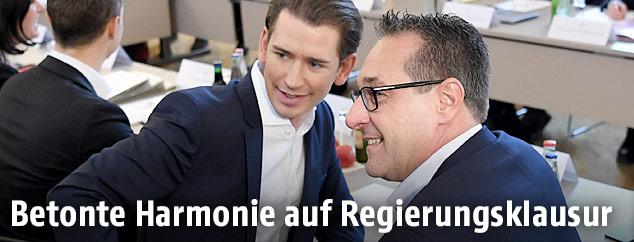 Bundeskanzler Sebastian Kurz (ÖVP) und Vizekanzler Heinz Christian Strache (FPÖ) im Rahmen einer Klausur der Bundesregierung in Seggauberg