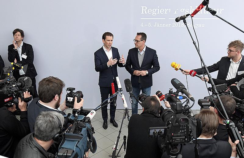 Bundeskanzler Sebastian Kurz und Vizekanzler Heinz Christian Strache bei einer Pressekonferenz in Seggauberg