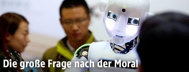 Roboter mit Menschen