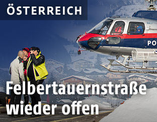 Polizeihelicopter Libelle und Flugretter am Heliport in Matrei in Osttirol