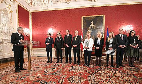 Bundespräsident Van der Bellen lobt acht Minister und Ministerinnen der Regierung an