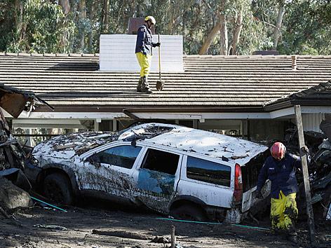 Aufräumarbeiten nach der Schlammlawine in Montecito (Kalifornien)