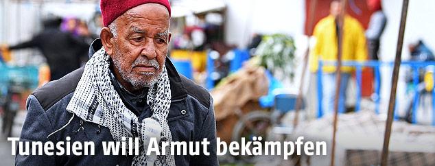 Älterer Mann in den Straßen von Tebourba