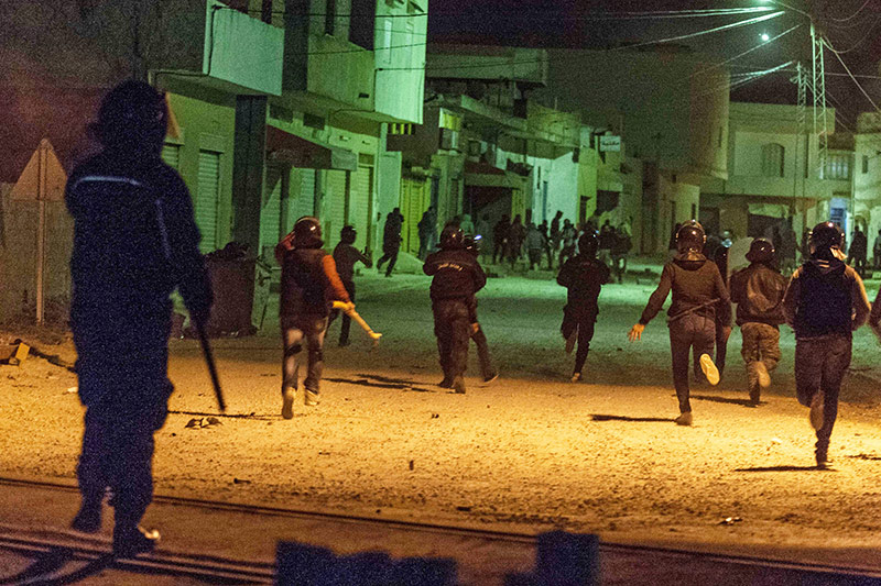 Polizisten bei Protesten