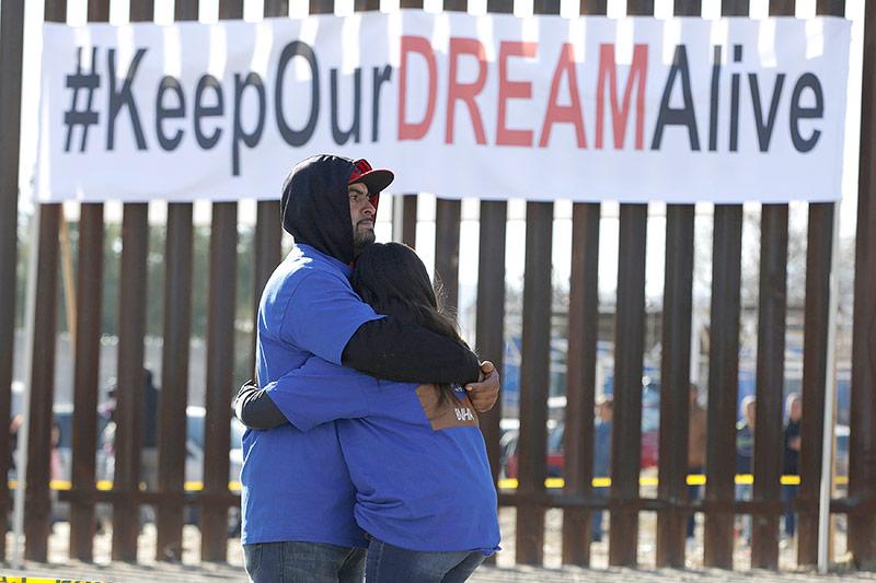 """Demonstration an der Grenze zu Mexiko für den Verbleib der """"Dreamers"""""""