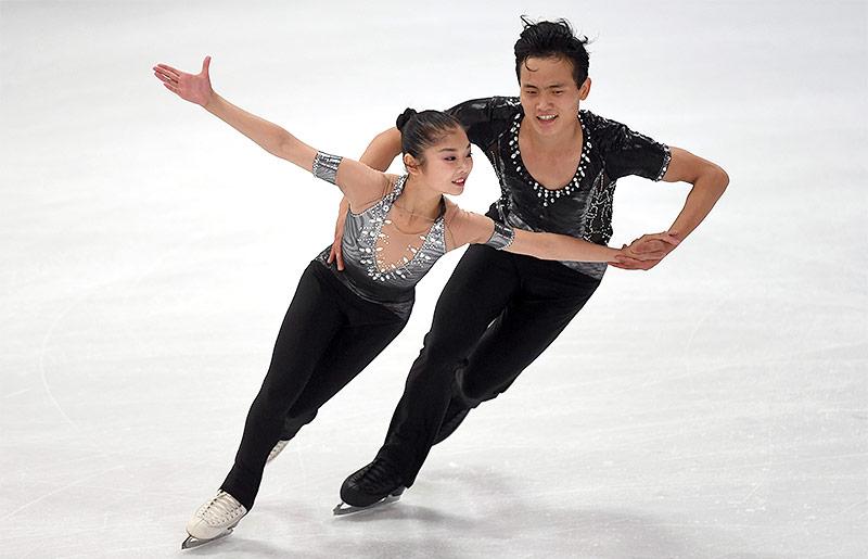 Nordkoreanische Eiskunstläufer Ryom Tae Ok und Kim Ju Sik