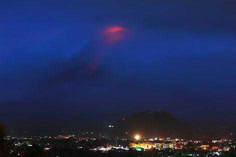 Glühende Lava auf dem Vulkan Mayon