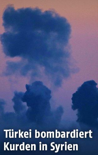 Rauchschwaden nach Luftangriffen